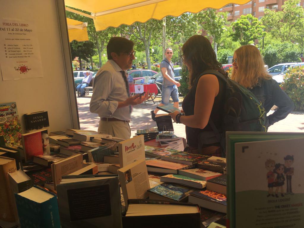 Firma en la Feria del Libro de Tres Cantos 2018 de la novela WILDE ENCADENADO