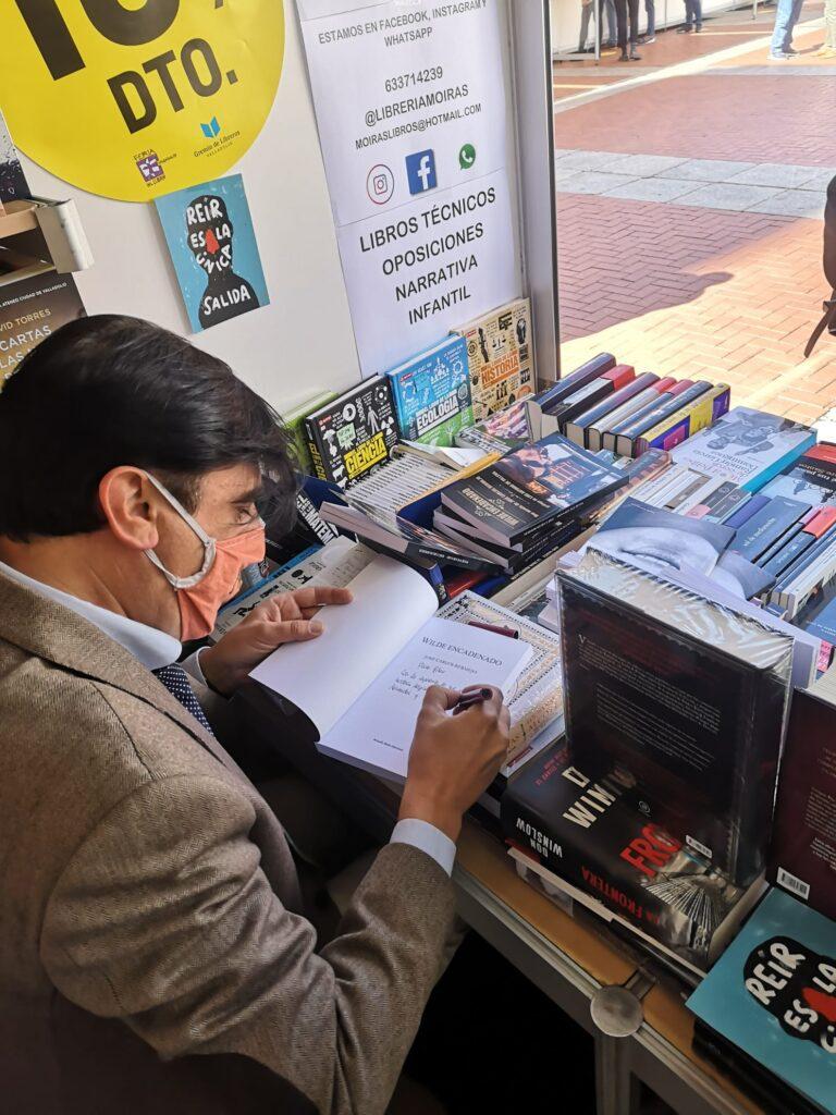 Feria del Libro de Valladolid 2020. firmando Li es un infinito de secretos